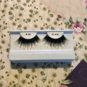 Other - NWT 6 lashes